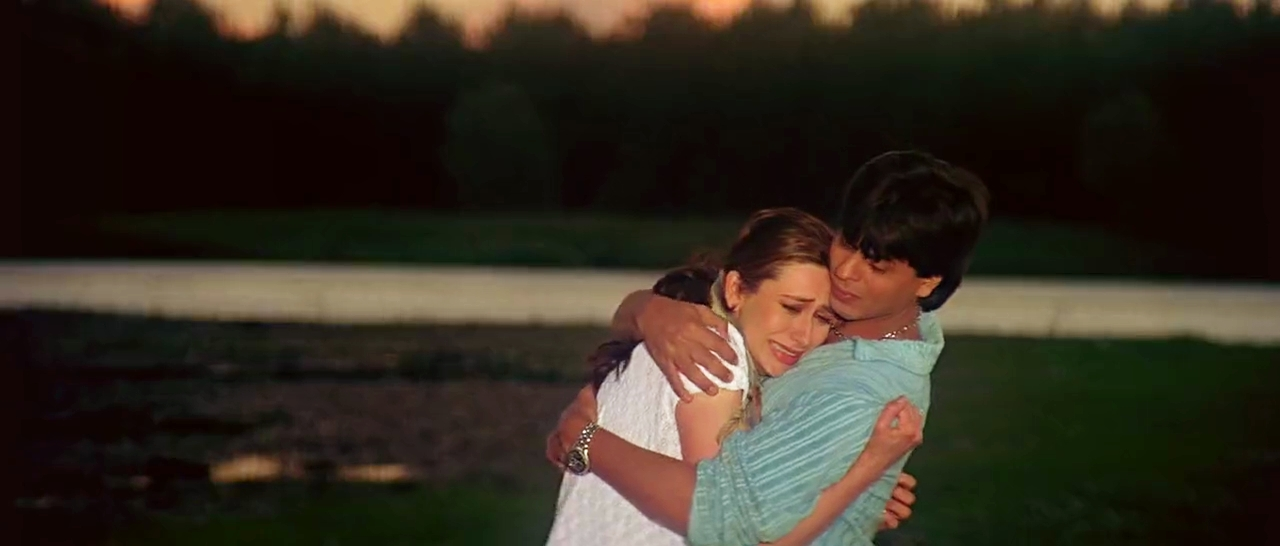 Karisma Kapoor Shahrukh Khan in Dil To Pagal Hai